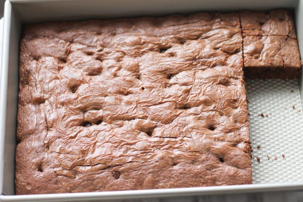 Baking pan with freshly baked Nutella Brownies